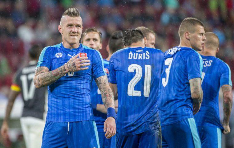 Сборная Словакии пофутболу сыграла вничью ссевероирландцами втоварищеском матче