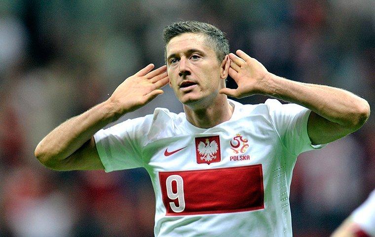 Левандовски пострадал отвзрыва петарды впроцессе матча Польши сРумынией