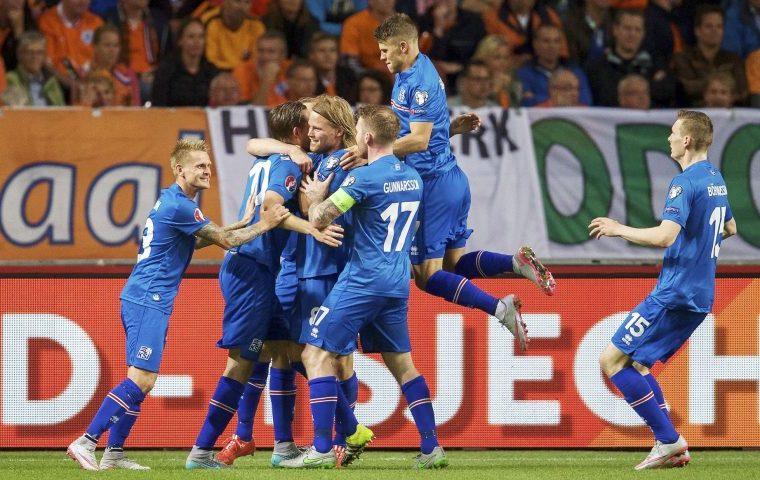 Дубль Брозовича принёс Хорватии победу над Исландией, Турция обыграла Косово