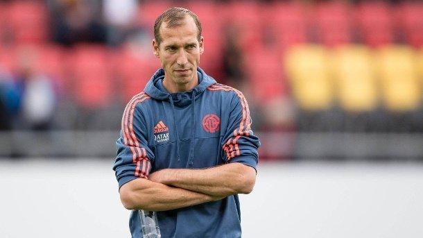 Тренер германского клуба перенес сердечный приступ вовремя матча
