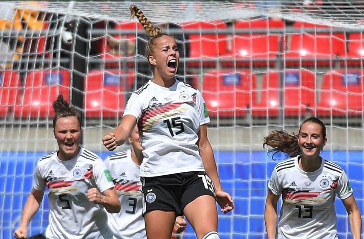 Прогнозы на футбол германия испания [PUNIQRANDLINE-(au-dating-names.txt) 34