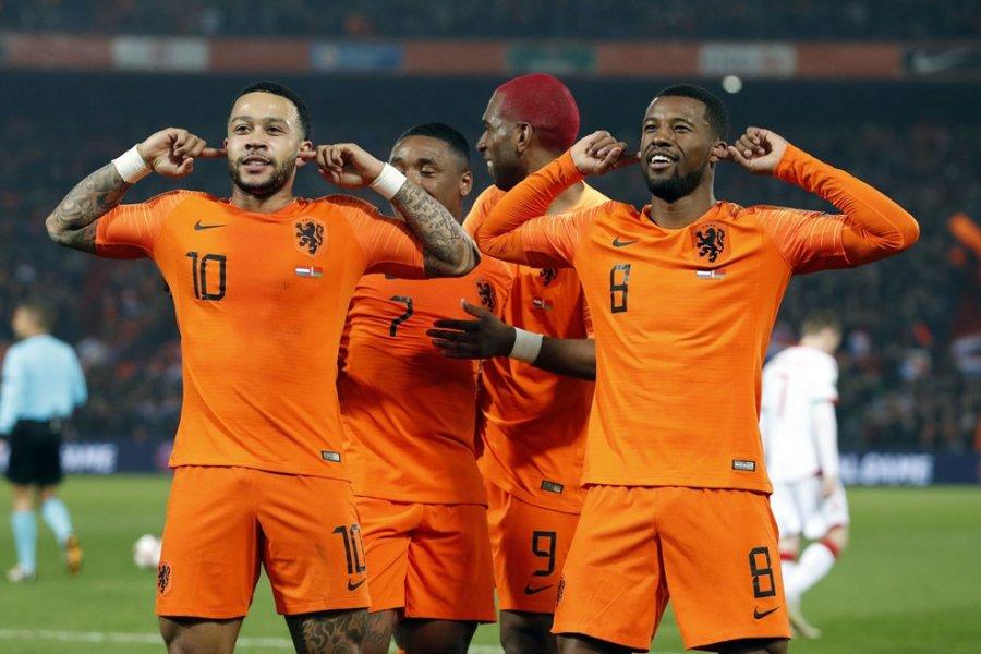 Сборная Республики Беларусь  пофутболу уступила Нидерландам вматче квалификации начемпионат Европы
